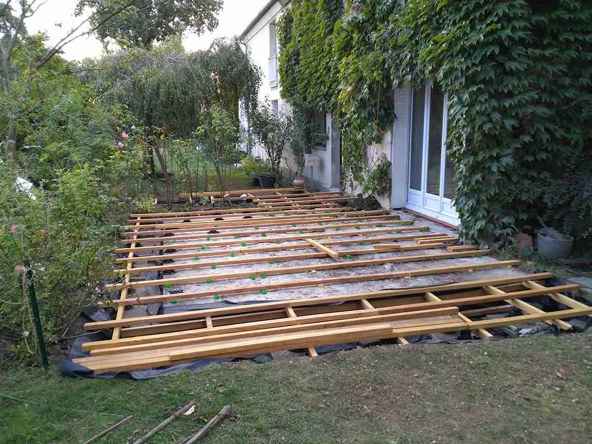 La structure de la terrasse est bien avancée