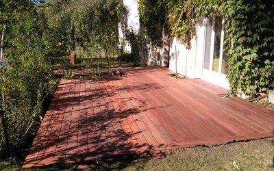 Un aménagement de terrasse en bois exotique