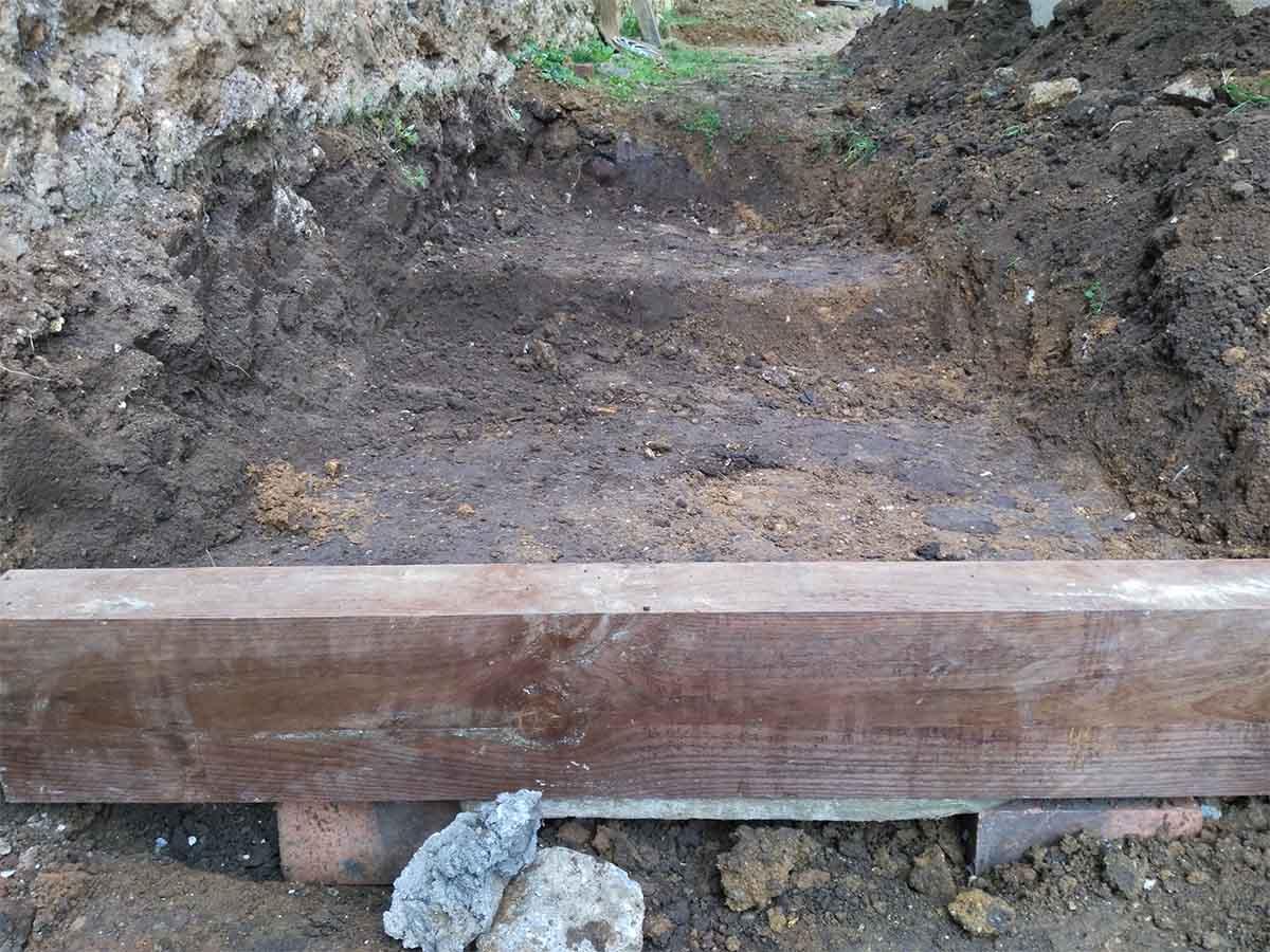 1ère étape : creuser le sol et créer les niveaux des marches