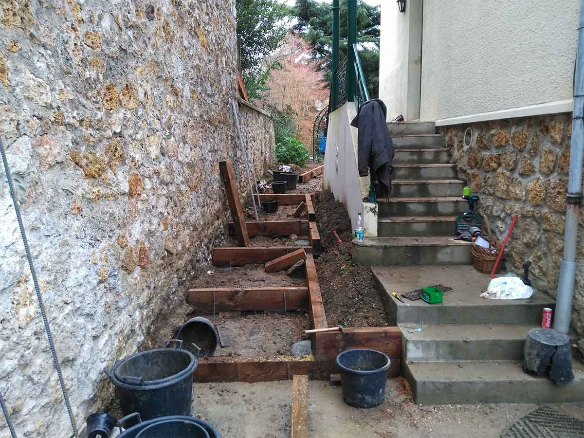 Les portions suivantes de la jardinière sont alignées sur les marches n° 3 et 4