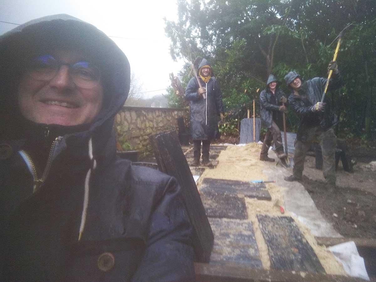 Un chantier en hiver, c'est comme un chantier en été à part la pluie et le froid