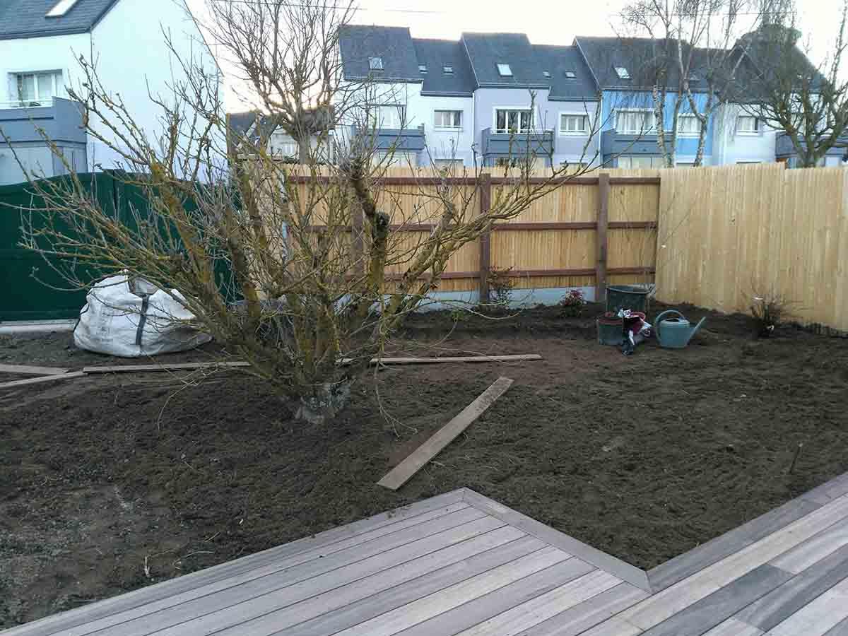 Le jardin après travail du sol et transfert de terre
